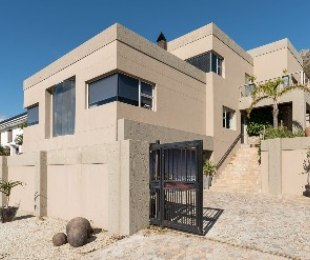 R 3,150,000 - 5 Bed Property For Sale in Gordon's Bay Central