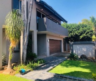 R 2,620,000 - 3 Bed Home For Sale in Garsfontein