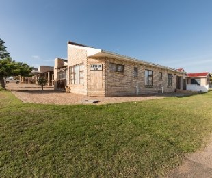 R 1,890,000 - 3 Bed House For Sale in Hartenbos