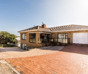 R 6,200,000 - 5 Bed Property For Sale in Hartenbos