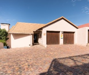 R 3,230,000 - 3 Bed House For Sale in Mossel Bay Golf Estate
