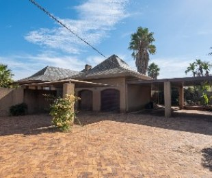 R 8,250,000 - 6 Bed House For Sale in Paarl