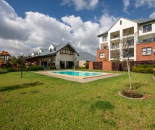 R 1,100,000 - 2 Bed Flat For Sale in Greenstone Hill