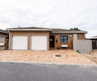 R 2,250,000 - 3 Bed House For Sale in Sonstraal East