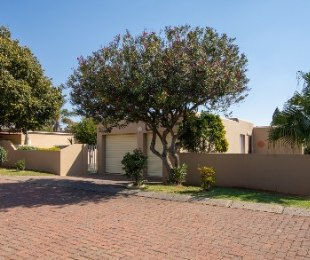R 1,195,000 - 2 Bed Property For Sale in Roodekrans