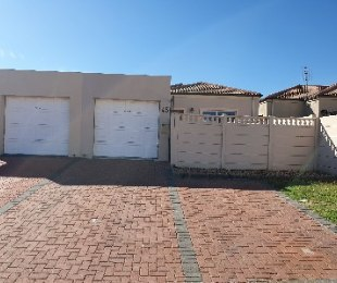 R 1,090,000 - 2 Bed Property For Sale in Gordon's Bay