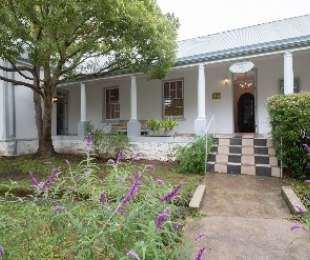 R 3,600,000 - 6 Bed House For Sale in Greyton