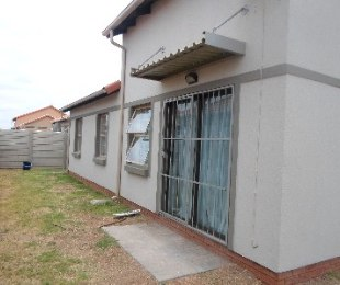 R 1,200,000 - 3 Bed Property For Sale in Pretoria West