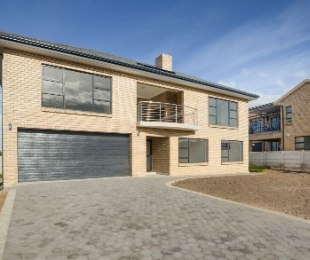R 3,490,000 - 4 Bed Home For Sale in Reebok