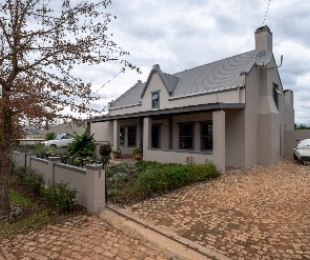 R 2,800,000 - 4 Bed Home For Sale in Greyton