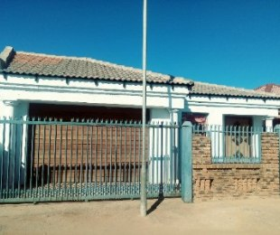 R 900,000 - 4 Bed House For Sale in Nellmapius