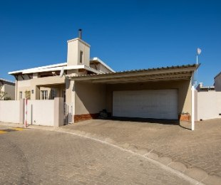 R 980,000 - 4 Bed House For Sale in Rustenburg