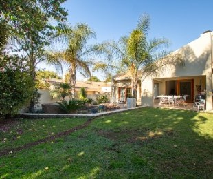 R 2,225,000 - 3 Bed House For Sale in Lonehill