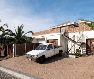 R 3,200,000 - 4 Bed House For Sale in Sunnydale