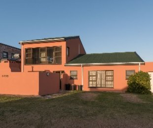 R 2,650,000 - 4 Bed Property For Sale in Betty's Bay