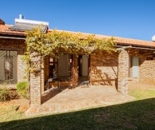 R 7,500 - 3 Bed Home To Let in North Riding