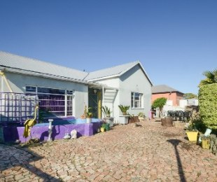 R 2,310,000 - 5 Bed House For Sale in Bo Dorp