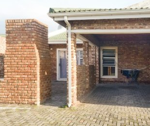 R 895,000 - 2 Bed Home For Sale in George South