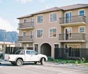 R 860,000 - 2 Bed Flat For Sale in Gordon's Bay Central