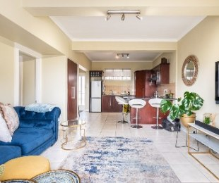 R 2,250,000 - 1 Bed Flat For Sale in Sea Point
