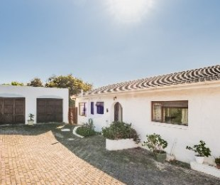 R 2,650,000 - 3 Bed House For Sale in Fish Hoek