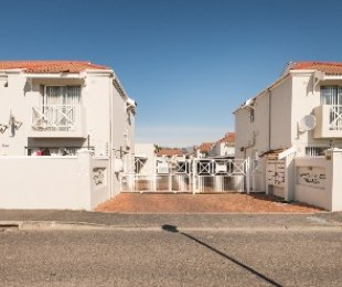 R 1,495,000 - 2 Bed Flat For Sale in Dieprivier