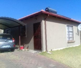 R 860,000 - 2 Bed Home For Sale in Ninapark