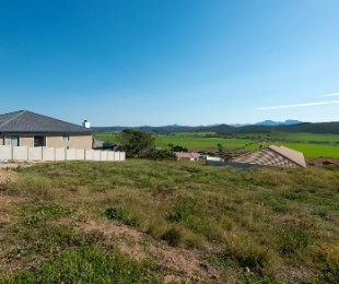 R 2,400,000 - 3 Bed Property For Sale in Reebok
