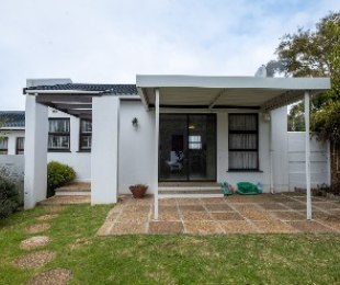 R 1,775,000 - 2 Bed House For Sale in Protea Valley