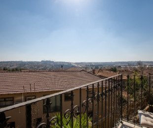 R 850,000 - 1 Bed Flat For Sale in Dainfern