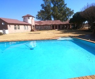 R 2,695,000 - 8 Bed Farm For Sale in Gardenvale