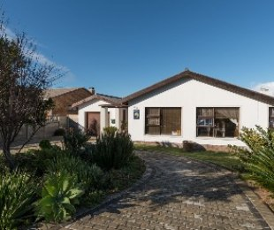 R 1,850,000 - 5 Bed Home For Sale in Palmiet