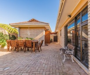 R 2,920,000 - 3 Bed Property For Sale in Heather Park