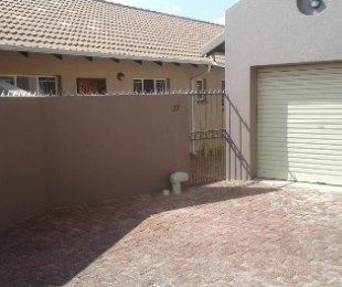 R 9,500 - 2 Bed Property To Rent in Florida Hills