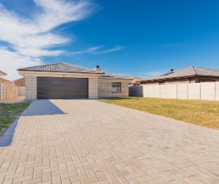 R 2,065,000 - 3 Bed Home For Sale in Reebok