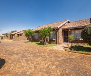 R 5,495,000 - 3 Bed Home For Sale in Dal Fouche