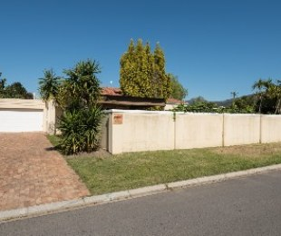 R 2,115,000 - 3 Bed House For Sale in Paarl North