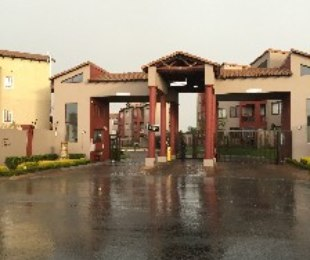R 6,000 - 2 Bed Property To Let in Honeydew Grove