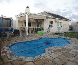 R 2,100,000 - 3 Bed Home For Sale in Sunningdale