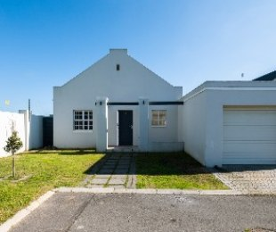 R 1,550,000 - 2 Bed House For Sale in Stellenbosch