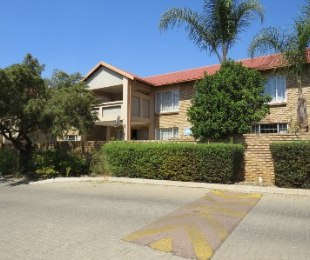 R 780,000 - 2 Bed Property For Sale in Amberfield