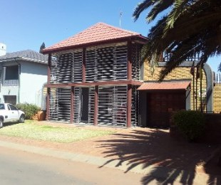 R 17,000,000 - 4 Bed House For Sale in Lenasia South