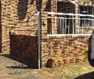 R 880,000 - 3 Bed House For Sale in Lenasia South