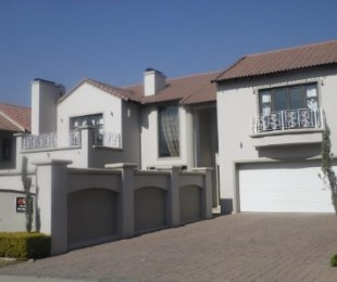 R 3,600,000 - 4 Bed Property For Sale in Fourways Gardens