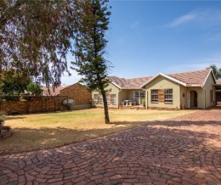 R 1,599,000 - 6 Bed House For Sale in Rant-En-Dal