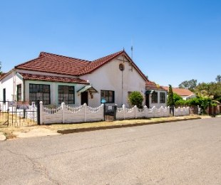 R 1,470,000 - 4 Bed House For Sale in Heidelberg Central