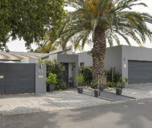 R 3,800,000 - 4 Bed Home For Sale in Paarl North