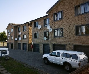 R 965,000 - 2 Bed Flat For Sale in Vredekloof East