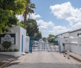 R 1,950,000 - 2 Bed House For Sale in Dieprivier
