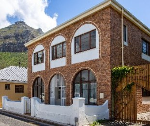 R 2,400,000 - 5 Bed Home For Sale in Muizenberg